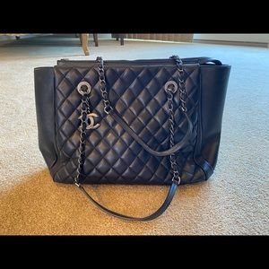 Lamb skin Chanel bag / authentic / used